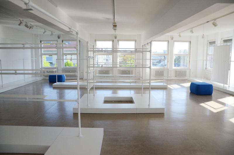 showroom colonia nova artconnect. Black Bedroom Furniture Sets. Home Design Ideas